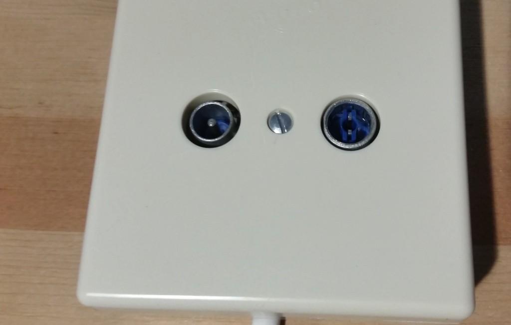 een wandcontactdoos aansluiten - wandcontactdoos geinstalleerd